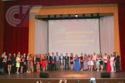 Вручение дипломов с отличием выпускникам 2017 года